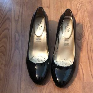 Black heeled shoes size 8